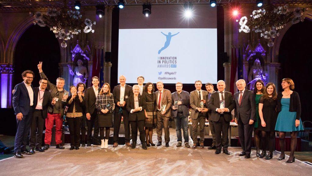 Gruppenbild mit Preisträgern bei der Preisverleihung