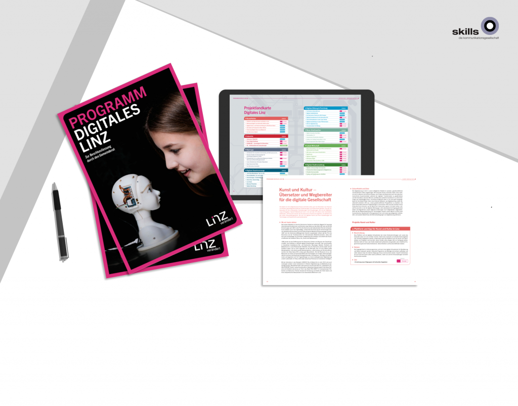 Broschüre, Tablet und Ausdruck auf Tisch