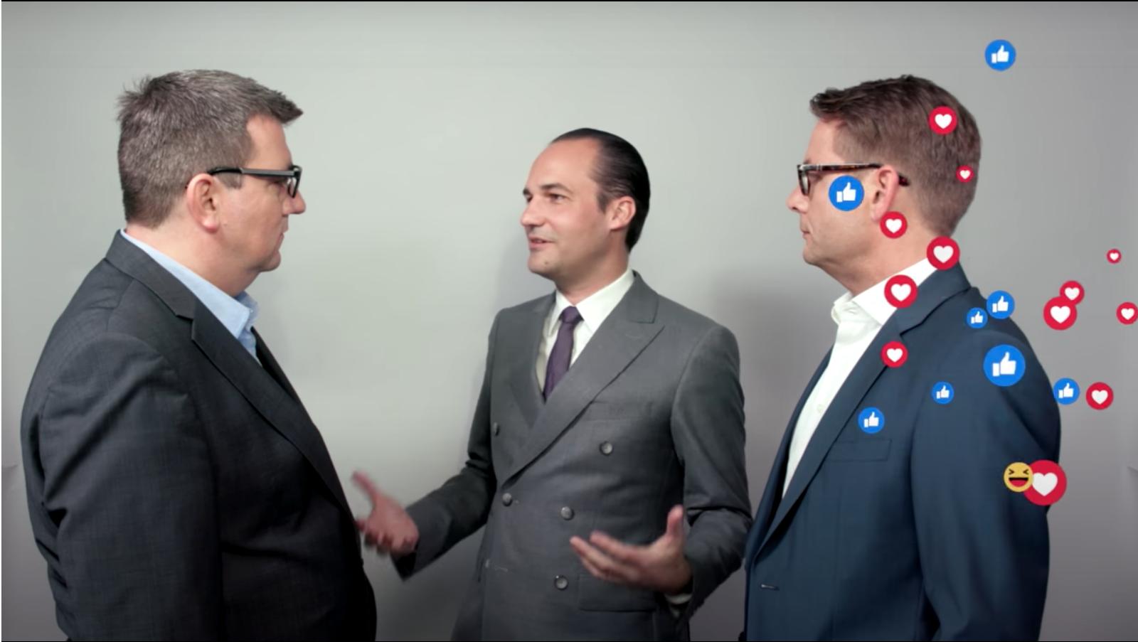 Drei Männer im Gespräch und von rechts kommen eine Menge Emoji, wie sie auch auf Facebook verwendet werden.